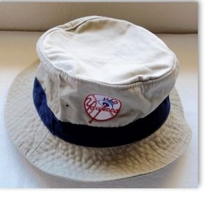 b85639cde2f Grosscap Accessories - Vintage NY Yankees Khaki Bucket Hat Size  S-M